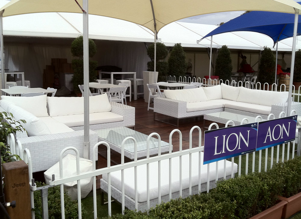Wicker White 2 Seat Couch Outdoor Furniture