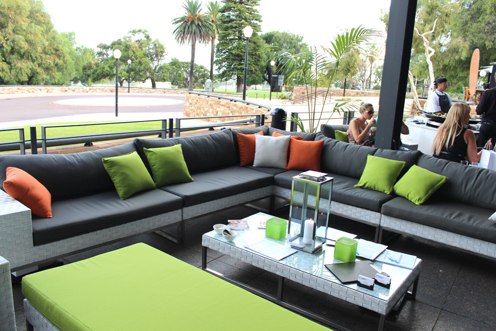 Outdoor setting lounge
