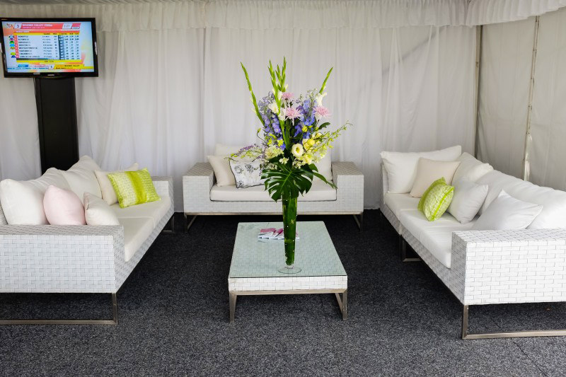Wicker White 2 Seat Couch Outdoor Furniture and Scatter Cushions