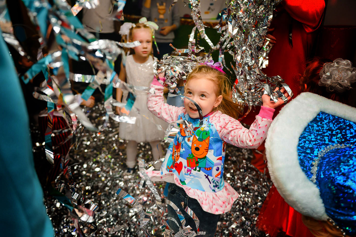 Metallic streamers and glitter kids party